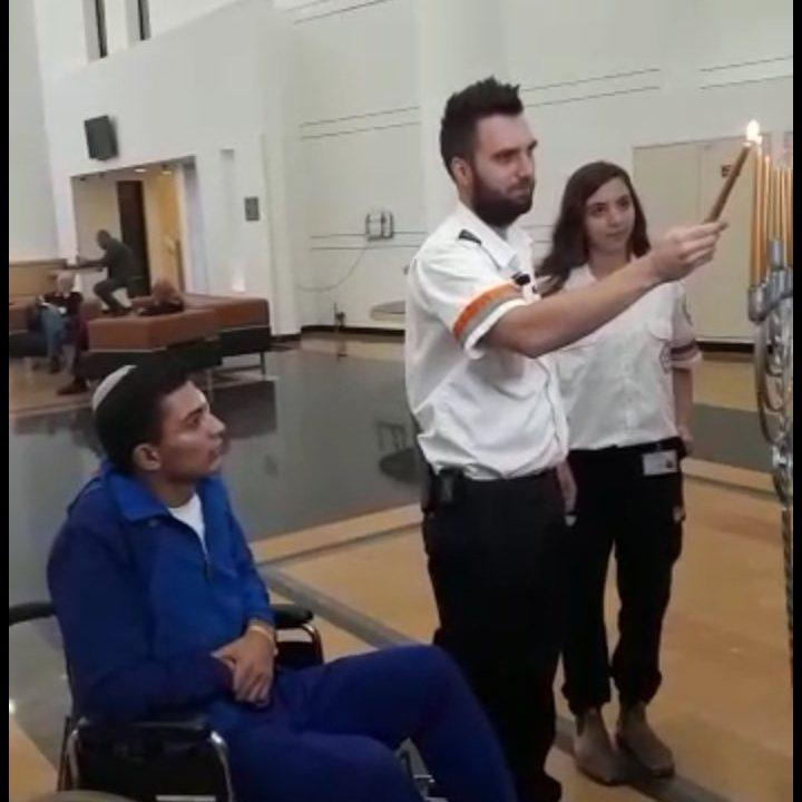 """על כסא הגלגלים: שובל מיכאל, החייל שמפצע מירי נ""""ט על האוטובוס"""