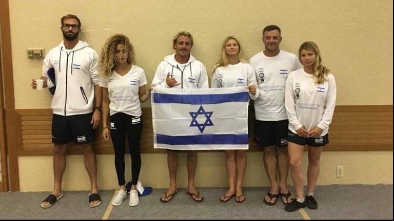 טל אסייג וחברי נבחרי הגלישה בתחרות ביפן. צילום: ארגון גולשי הגלים בישראל