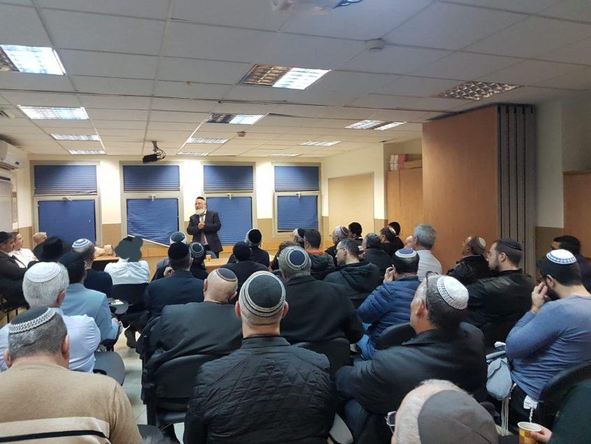 הרב עובדיה דהן בדברי פתיחה בפני נציגי בתי הכנסת באדיבות: המועצה הדתית אשדוד