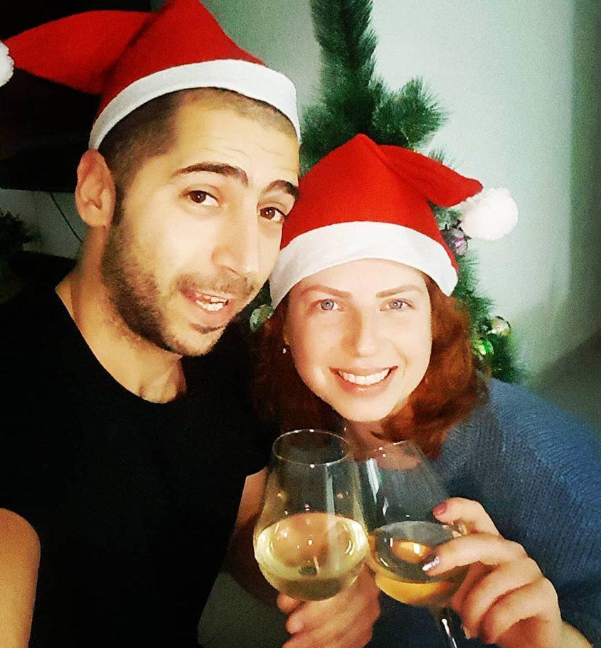 רינת ומוריס ביטון מאחלים שנה טובה. צילום סלפי