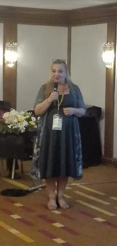 גבריאלה זכריה רוסו בכנס הבינלאומי לרפואה בבנגקוק.