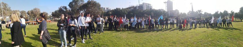 תלמידי מקיף א׳ בגן אלישבע דק ספורות לפני טקס לזכרו של דני אוברסט ז״ל. צילום גבי קלנג