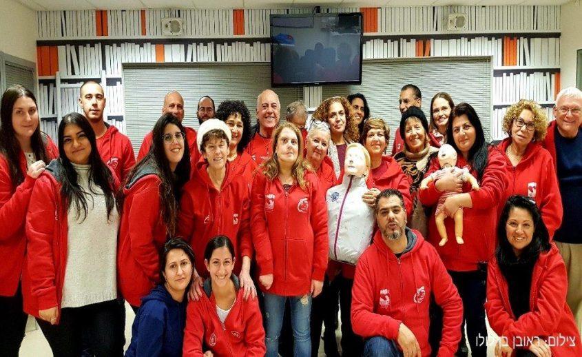 הכשרת עזרה ראשונה של סיירת ההורים צילום: ראובן בן לולו