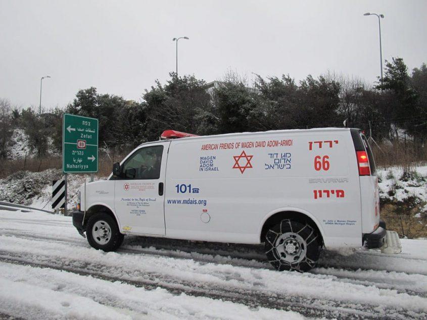 """שלג מד""""א אמבולנס תאונת דרכים צילום: דוברות מד""""א"""