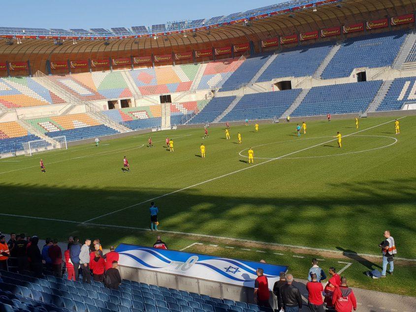 האדומים נותרו בשמונה שחקנים בלבד. צילום: ליאב אחאבן