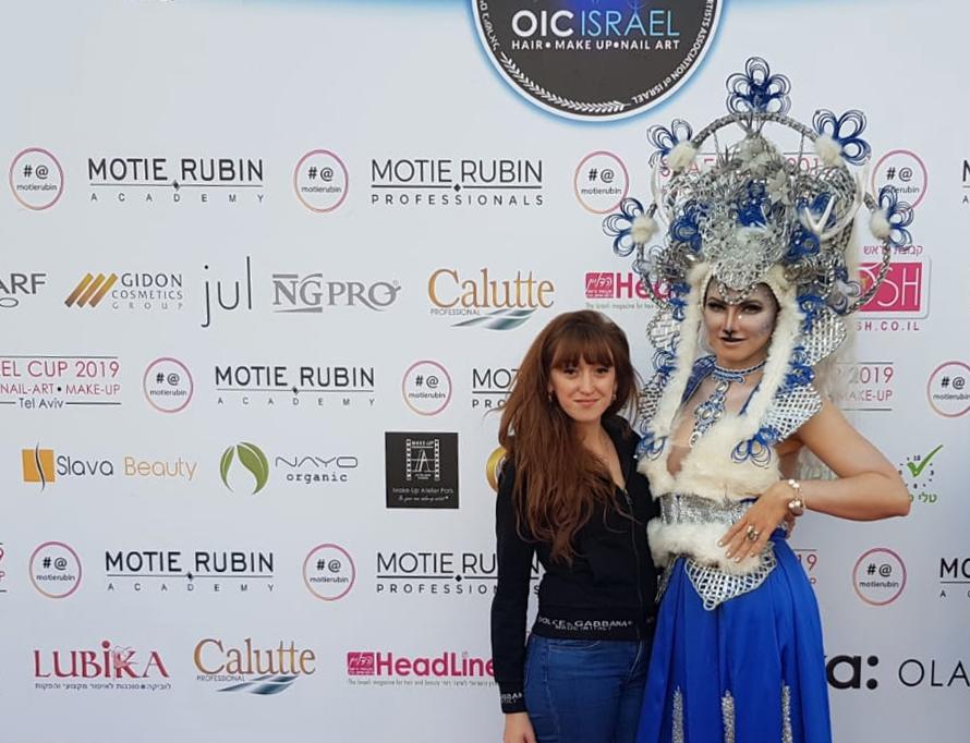 זוכת מקום ראשון אלונה ליבשיץ והדוגמנית אנטה מרינינה. צילום: טניה רובצוב