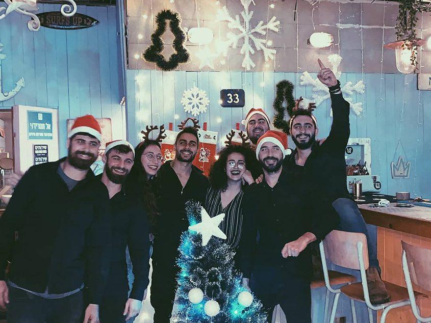 צוות בר ״זרם״ חוגגים 2019. צילום: מישל שריקי