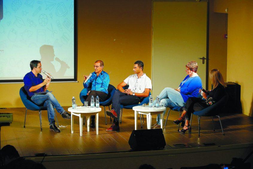"""בלה רובין (שניה מימין) בכנס החינוך של """"כאן דרום"""" - פאנל בהנחיית אלמוג בוקר. צילום: פבל"""