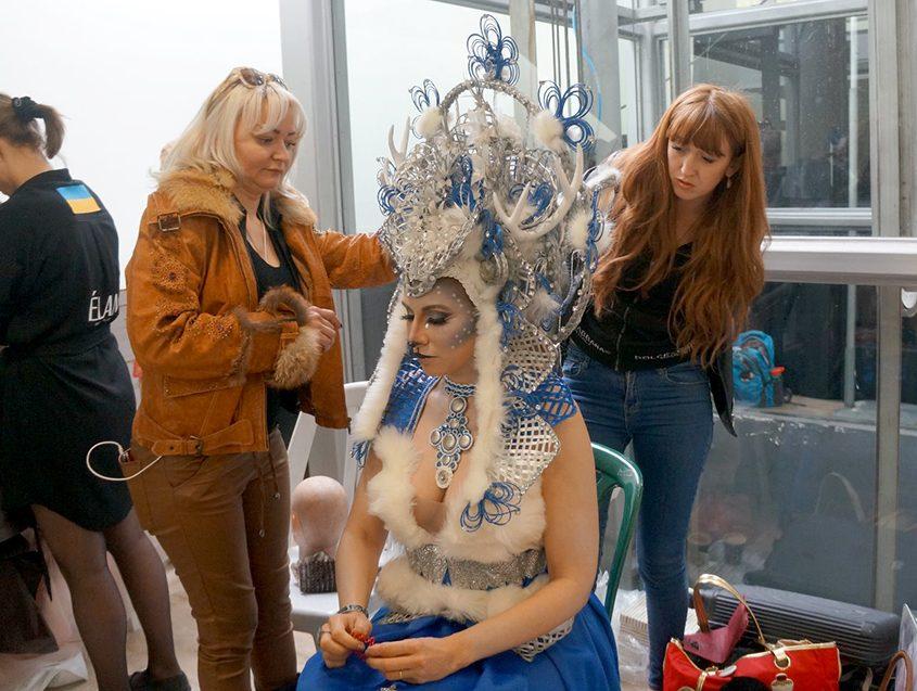 אלונה ליבשיץ, מאפרת מאיה ספי, דוגמנית אנטה מרינינה. צילום: טניה רובצוב