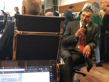 אבידן בישיבת המועצה אמש. צילום: מייק וייצמן