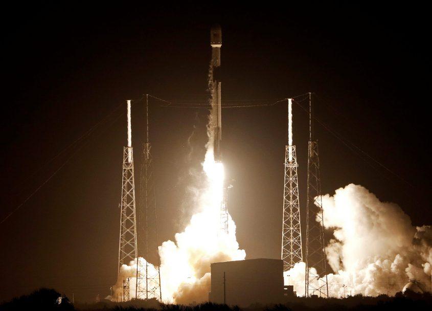 """שיגור החללית """"בראשית"""". צילום: Terry Renna/AP"""
