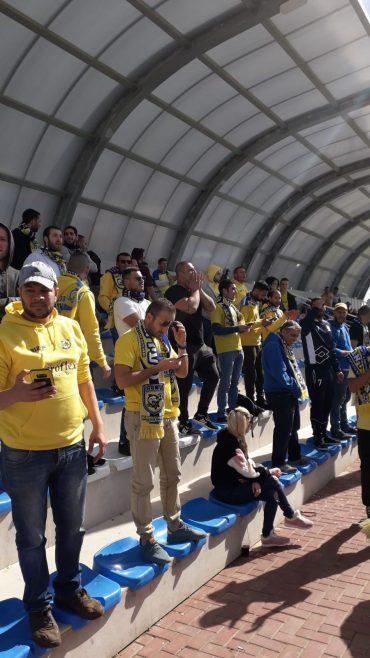 הקהל הצהוב חזר שמח מלוד. צילום: בן אקג'ני.