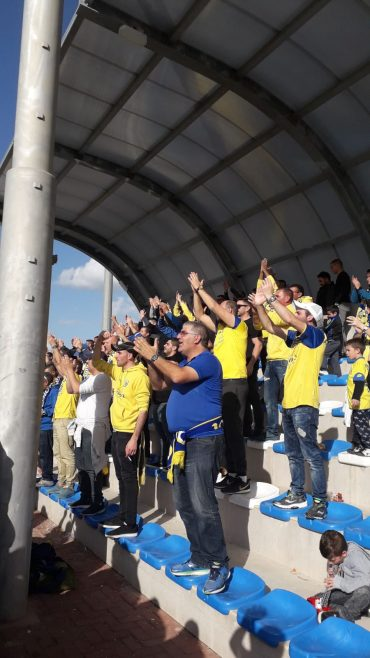 הקהל הצהוב. צילום: בן אקג'ני