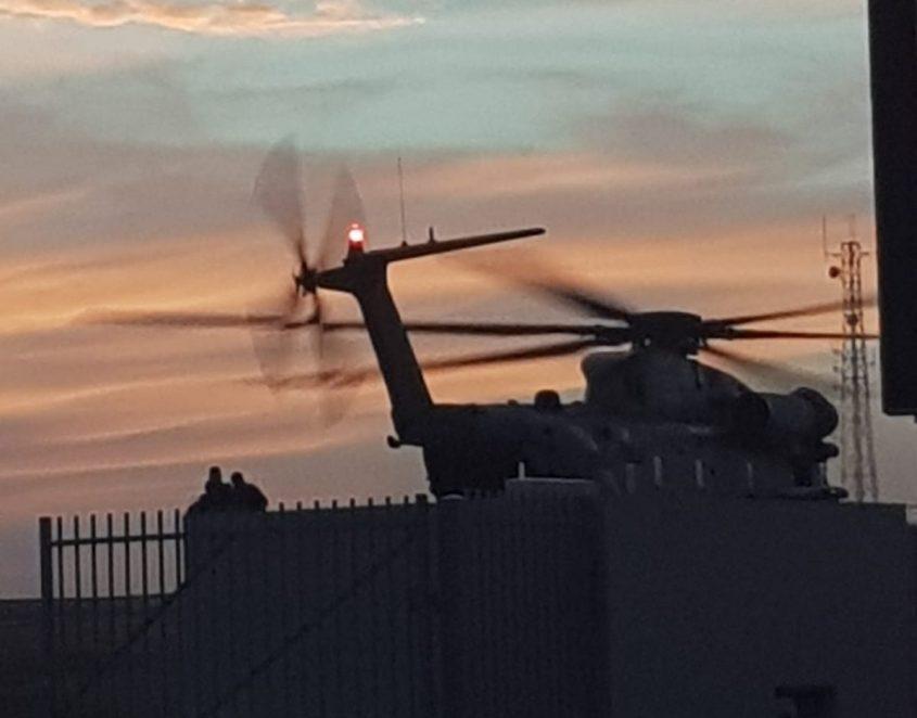 מסוק מביא את הפצוע לבית החולים אסותא אשדוד. צילום: ליז כהן