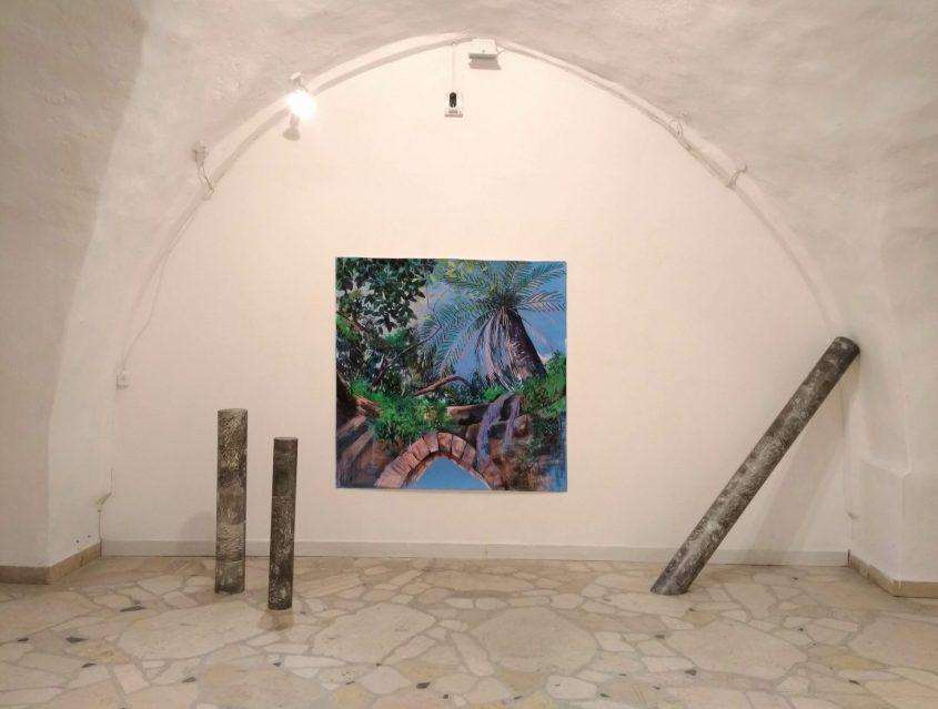 """מתוך התערוכה """"חצר אחורית"""" של דיאנה קוגן. installation view 'backyard'. photographed by Zohar Ron"""