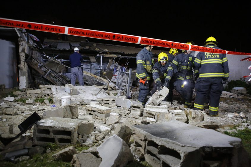 קריסת המבנה הערב ברח' מרטין בובר. צילום: פבל