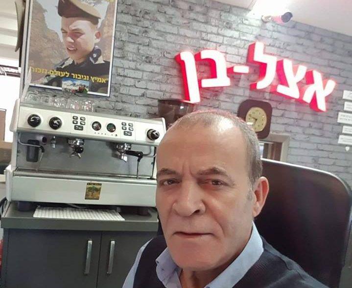 """יצחק ותמונת נכדו בן ז""""ל ב""""אצל בן"""""""