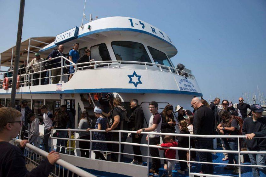 """הפלגה לשמורה הימית אבטח עם אנשי הים התיכון על סיפונה של """"ישראל אחת"""". צילום: heidi levine"""