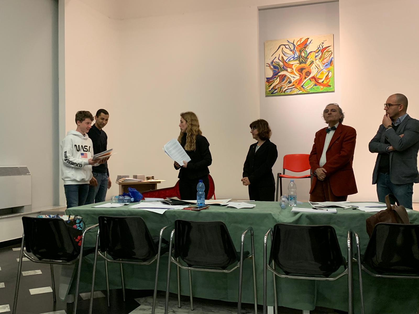 מיכאל מקבל את הפרס באיטליה. צילום: אסתר בוקובסקי