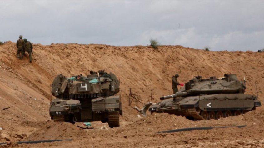 """כוחות צה""""ל בגבול הרצועה היום. צילום: אליהו הרשקוביץ"""