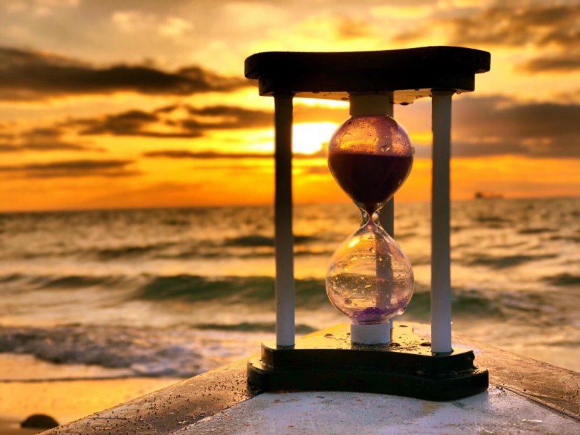 שעון החול בשעת שקיעה. צילום: שמואל דוד