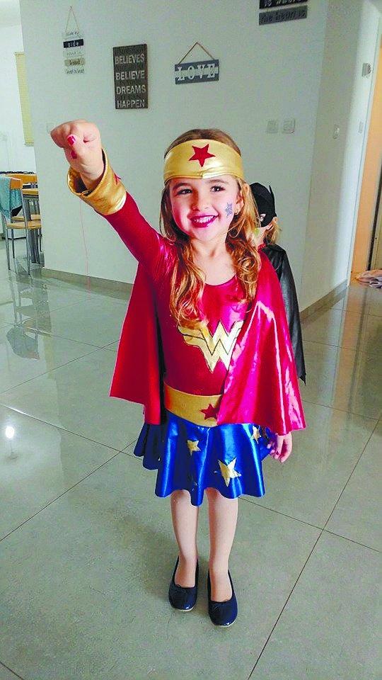 תחפושות בשנה שעברה: טליה באנוז בת 6 בית הספר _היובל_ אשדוד. התחפשה לוונדר-וומן (תפירה אישית