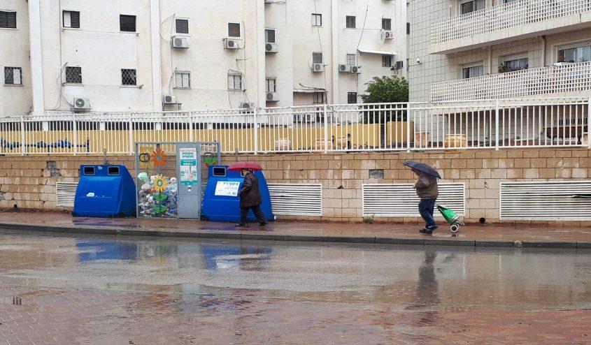 גשם ברחוב נחל שניר. צילום: דור גפני