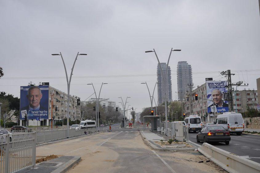 ימין ובגדול. צומת הרצל וחיים משה שפירא באשדוד ביום הבחירות. צילום: פבל