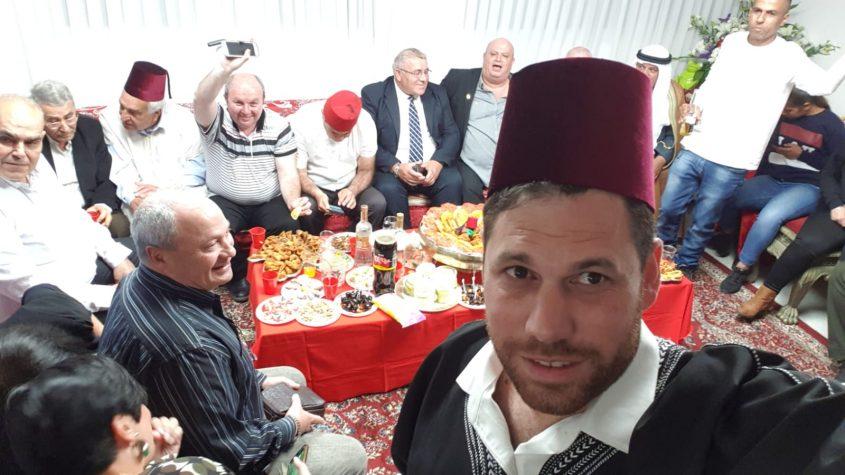 משה בן זקן ומשפחתו מארחים כמיטב המסורת באשדוד