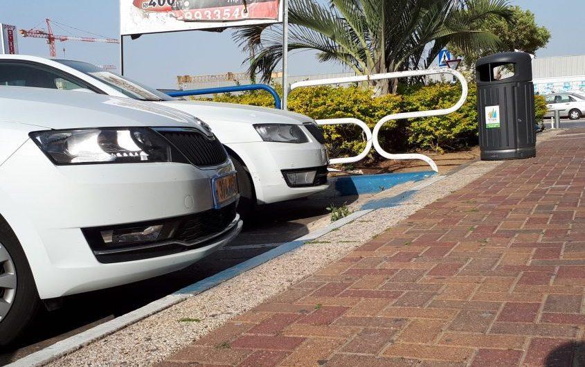אזור מוסדר לחניה כחול לבן באזור התעשייה באשדוד. צילום: דור גפני