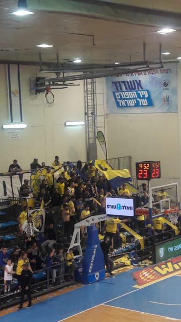 קהל מכבי אשדוד. צילום: עדן זגורי.