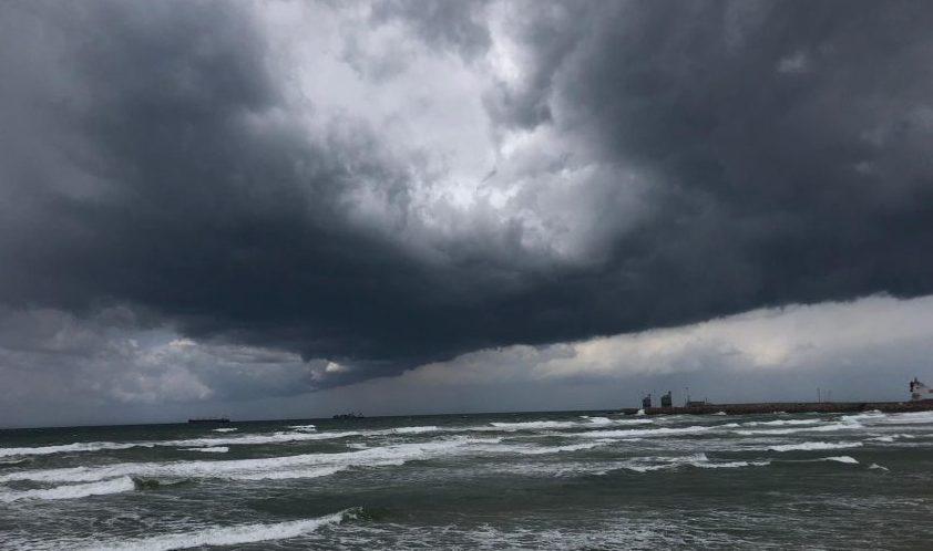 כאלה עננים בעיצומו של האביב, 21 באפריל, כבר הרבה זמן לא נראו פה. צילום: שמואל דוד