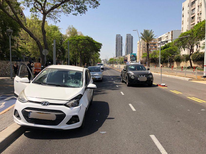 זירת התאונה בהרצל. צילום: דוברות המשטרה
