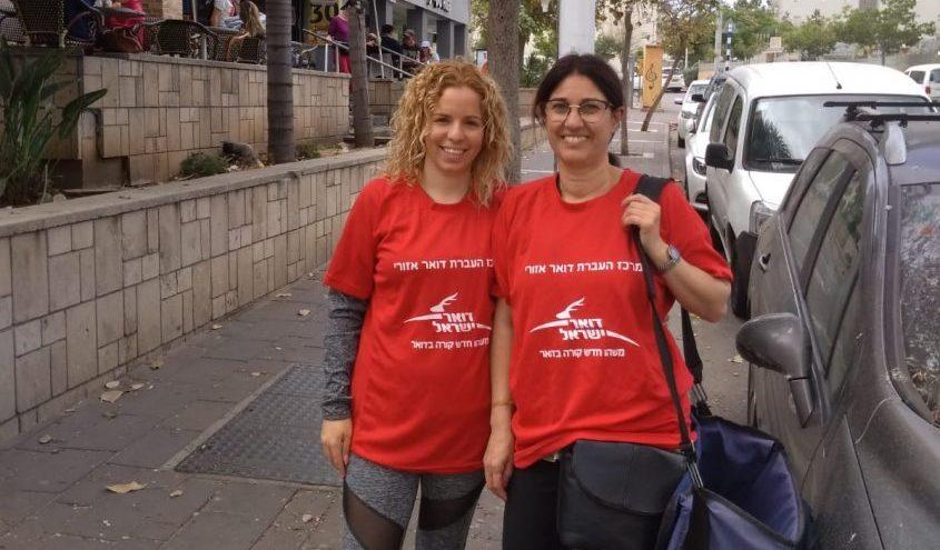 מימין: שושנה עמוס ורחל אלקבץ. צילום: דואר ישראל