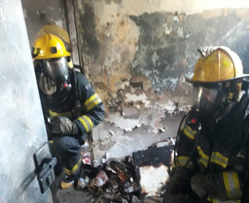 הדירה המפויחת. צילום: שירותי כבאות והצלה תחנת אשדוד