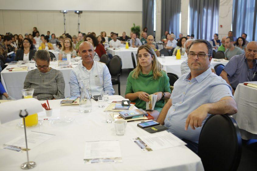 שרון מרק שניה מימין בכנס סקרי טבע עירוני שנערך באשדוד. צילום: פבל