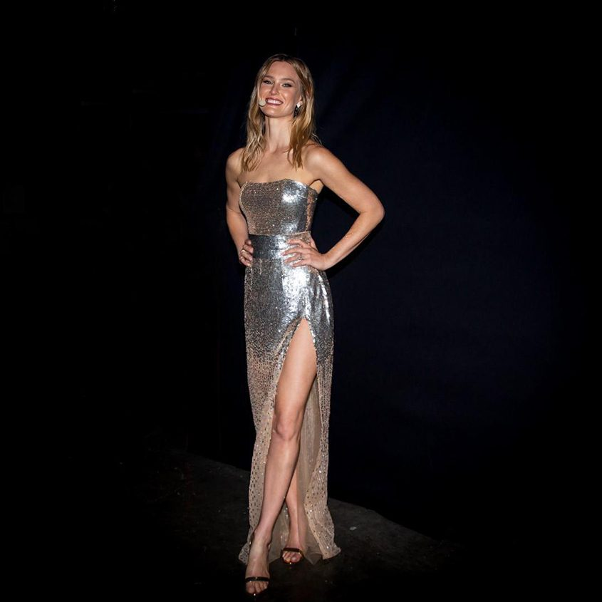 בר רפאלי בשמלה של גליה להב. צילום: אוהד קבה