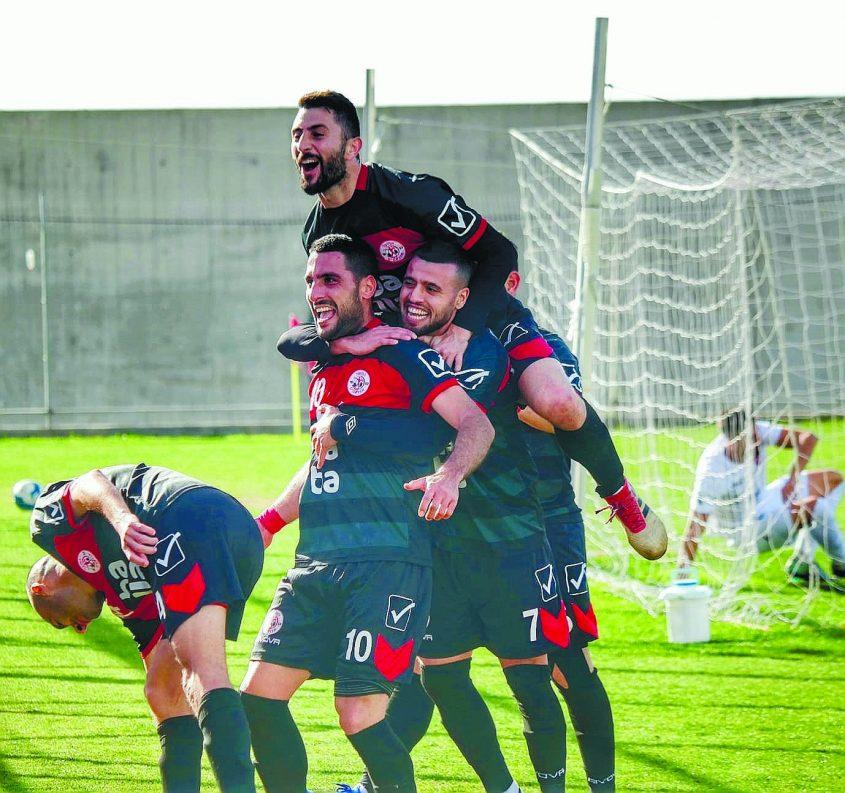 האדומים עדיין ללא מאמן, המשא ומתן עם עומר פרץ התפוצץ