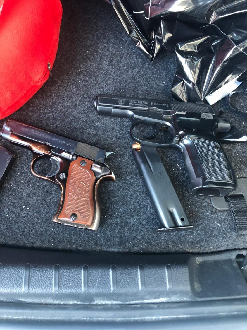 אקדח, מחסנית, המשטרה תפסה נשק ואמצעי לחימה אצל שני אחים מאשדוד
