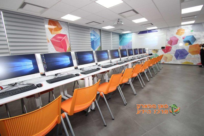 כיתת לימוד מתקדמת ומאובזרת במיטב הטכנולוגיה, על פי דרישת מייקרוסופט ואינטל. צילום: דני אויריק