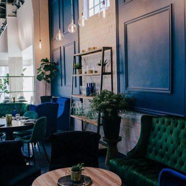 מסעדה בלוס אנג'לס בסגנון צבעוני וחם. עיצוב: סלי. צילום: לובי במסעדת השף בלוס אנג'לס בעיצוב סלי. צילום: מסעדת שף בלוס אנג'לס בעיצובה של סלי. צילום: Kinsey v photography, Los Angeles