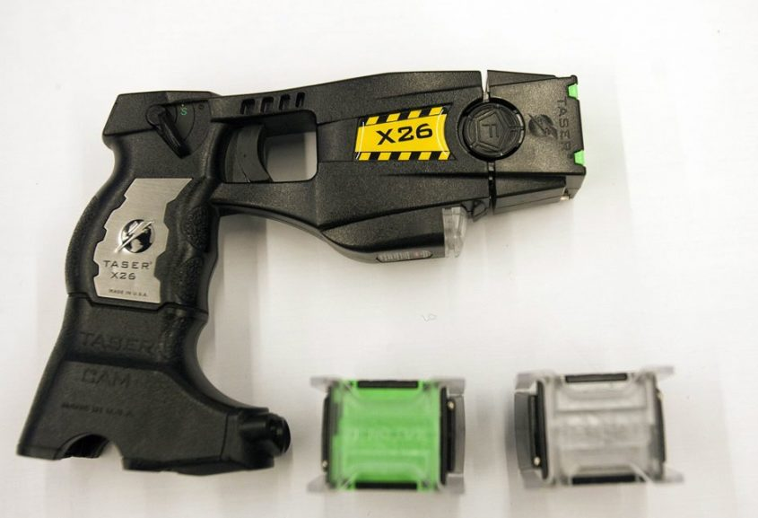 אקדח טייזר צילום REUTERS