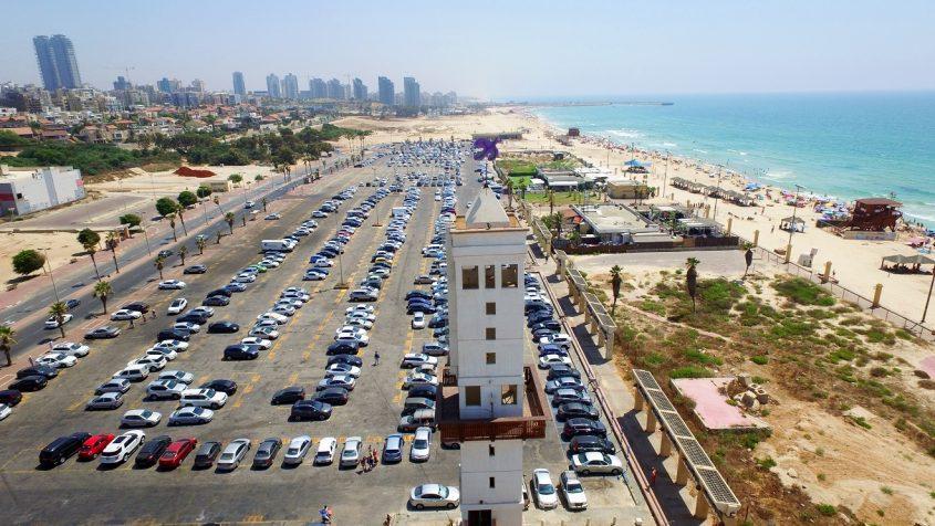 רחבת השוק, מגדל השעון וחוף לידו. צילום רחפן: שבתאי טל