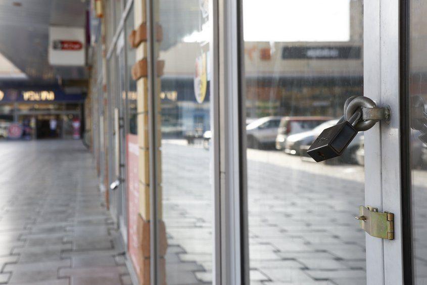 עסקים סגורים במתחם הסטאר-סנטר. צילום: פבל