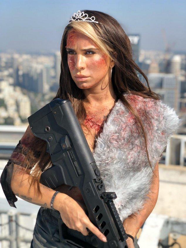 אורין ג'ולי דוגמנית הנשק של ישראל. צילום: בתאי טל
