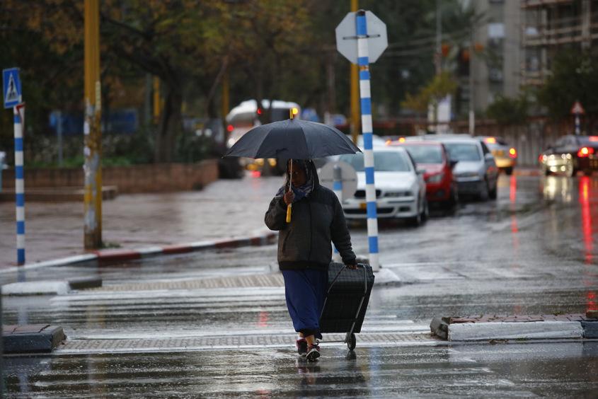 הגשם הגיע לאשדוד. צילום: פבל