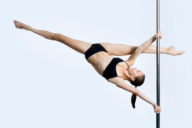 ריקוד על עמוד - טרנד חיטוב פופולארי ביותר כיום על ידי נשים. צילום: Vyshedko, shutterstock
