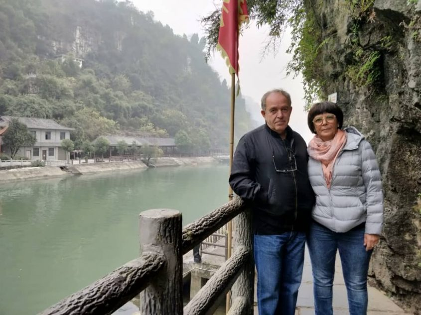 חנה וצבי מנור בסין. צילום פרטי