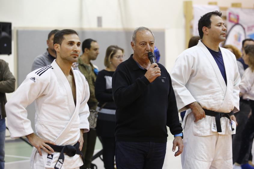 יורם אסרף מברך את הספורטאים הצעירים עם לאון בקרמן ואריק זאבי. צילום: פבל