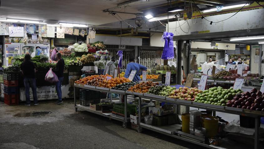 נלמחים על כל שקל סוחרים באזור ו׳. צילום: פבל